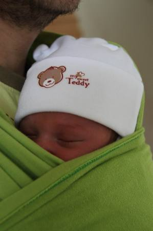 6 napos újszülött az Apukáján